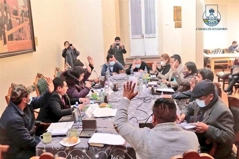 La sesión de la comisión de la Asamblea I Senado.