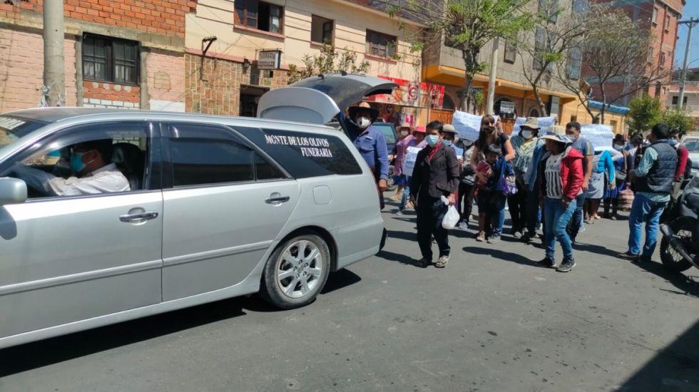 Entre clamores de justicia entierran a Juliana, víctima de feminicidio en Tarija
