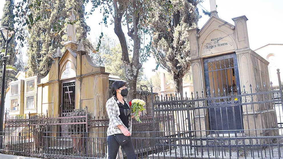 Uno de los mausoleos patrimoniales notificados por la Alcaldía. NOÉ PORTUGAL