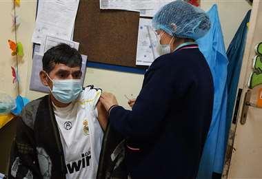 Punto de vacunación en Villa Tunari