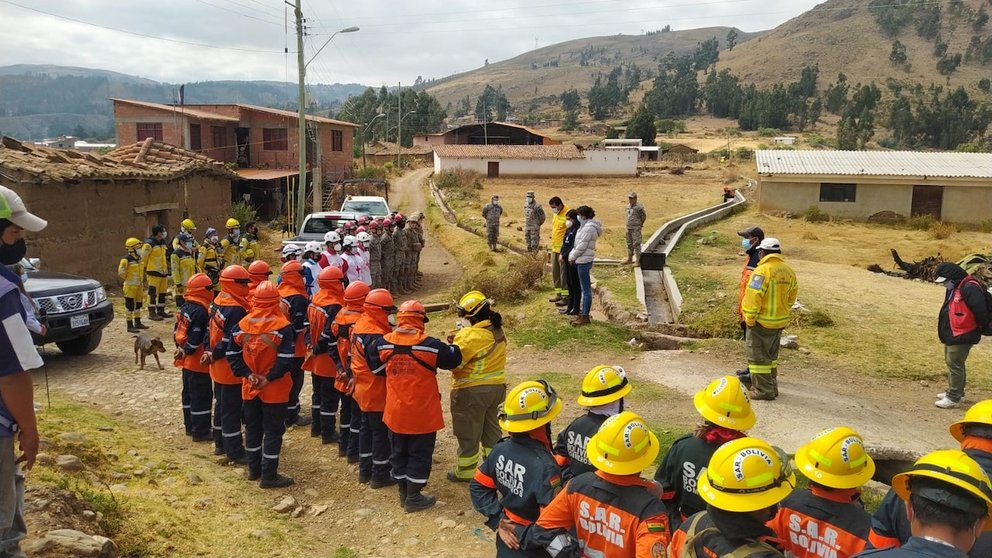 Formación del personal que atendió el incendio en Melga. Foto: Sar-Bolivia filial Cochabamba.