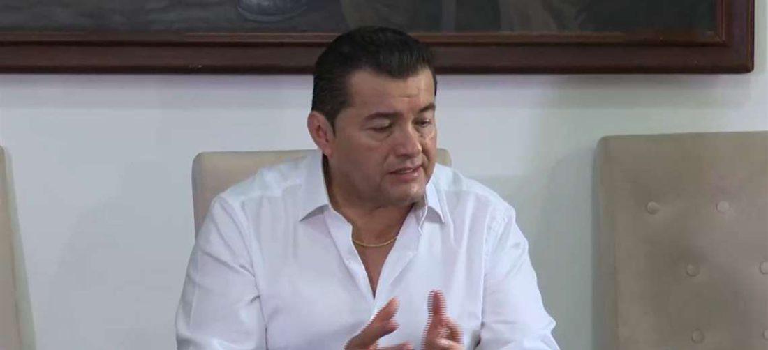 El alcalde, Jhonny Fernández, habló sobre el equipamiento a bomberos