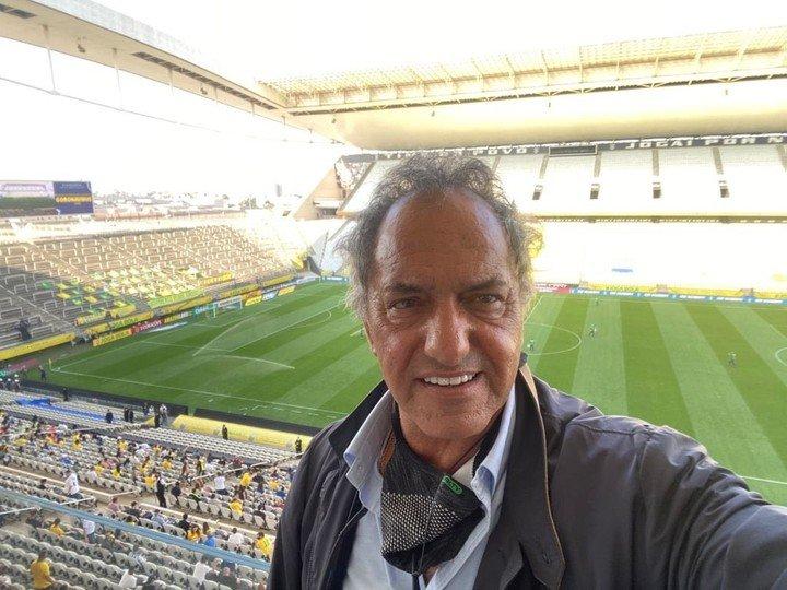 Daniel Scioli, en la previa del escándalo en el partido entre Brasil y Argentina.