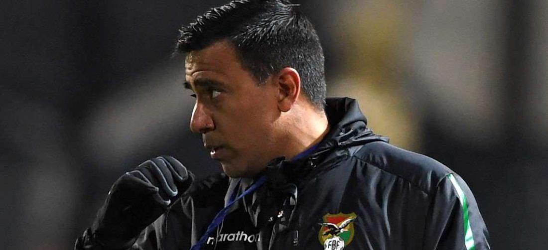 César Farías planifica el partido contra Argentina. Foto: AFP