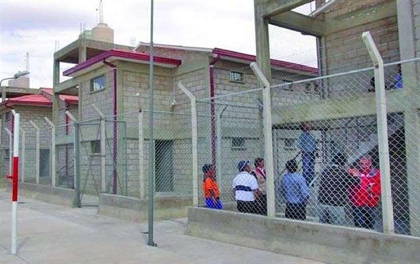 Los reclusos saltaron desde una torre de control (imagen referencial/internet)