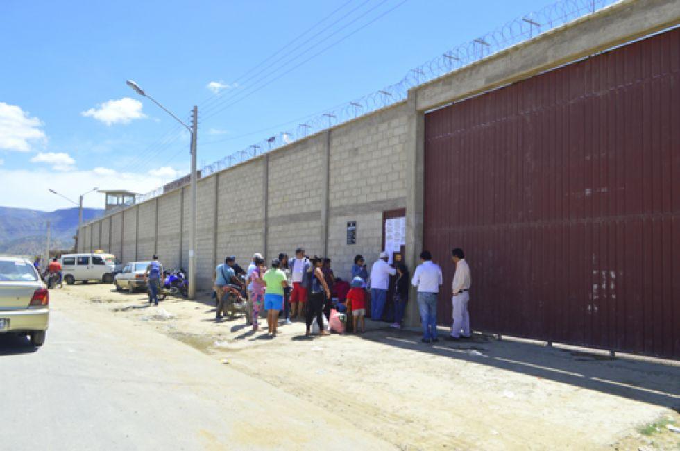 Racionan suministro de agua potable al penal de Morros Blancos