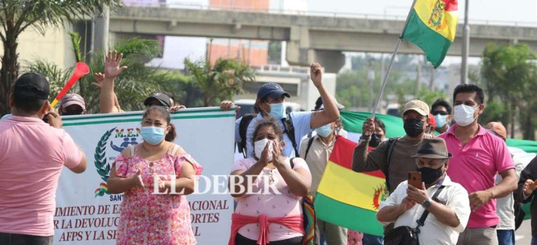 Prestatarios exigen vigencia de la ley para retirar sus dinero /Foto: Juan Carlos Torrejón