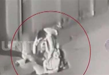 El ataque quedó filmado por cámaras de seguridad