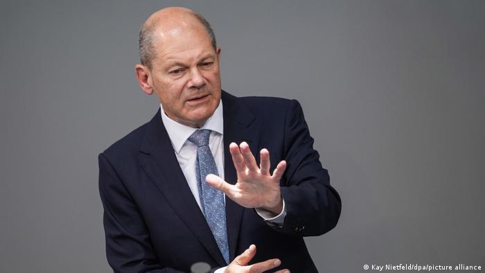 El candidato del SPD a canciller, Olaf Scholz, alaba la unidad del país en la lucha contra la pandemia.