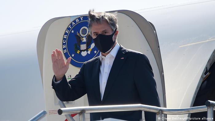 Blinken, a su llegada a la base aérea de Ramstein.