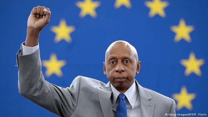 Fariñas recibió en Bruselas el 3 de julio de 2013 el premio Sájarov que le fue otorgado en 2010.