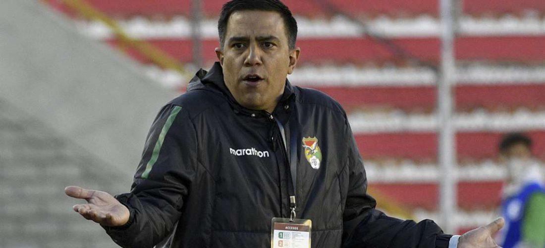 El técnico Cesar Farías deberá resolver el problema tras la confirmación de casos / AFP