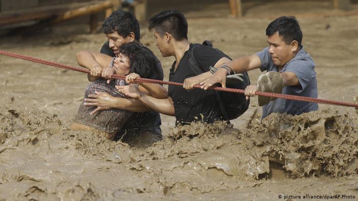Lluvias torrenciales inundaron las calles de Lima y provocaron varios muertos en marzo de 2017