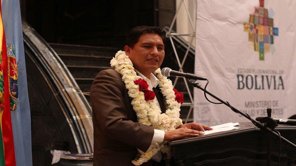 Ministro de Salud, Jeyson Auza, en la exGobernación de Cochabamba hoy. Foto: Alejandro Orellana.