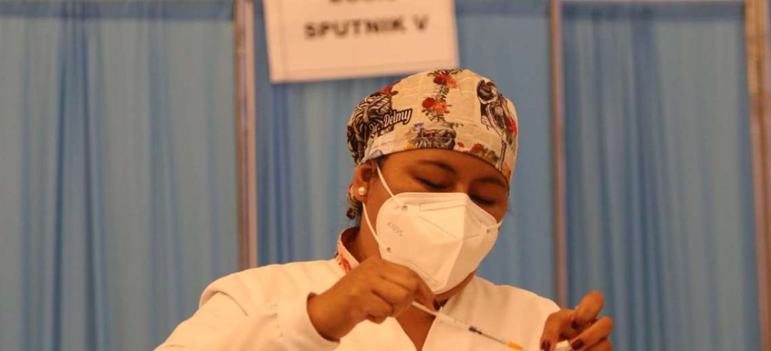 Bolivia ha aplicado más de seis millones de dosis a mayores de 18 años/Foto EL DEBER.