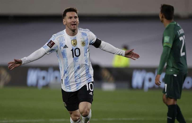 Messi festeja uno de los tantos anotados contra Bolivia