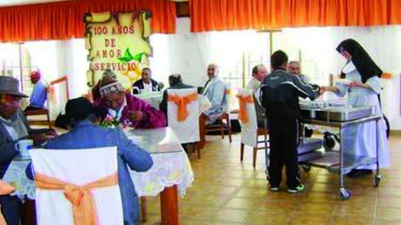 Un festejo y visitantes llevaron la tragedia al asilo Sagrada Familia