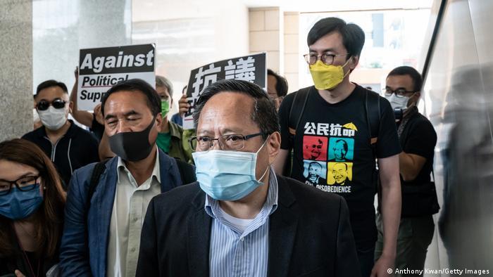 Albert Ho, exdiputado de Hong Kong, abandona la corte de West Kowloon