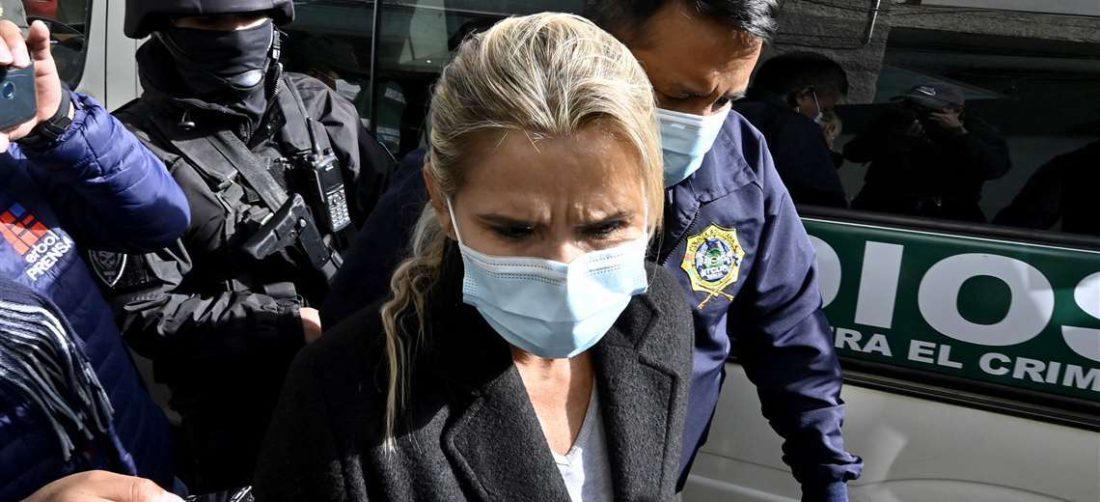 Jeanine Añez permanecerá detenida otros seis meses por orden de un juez.