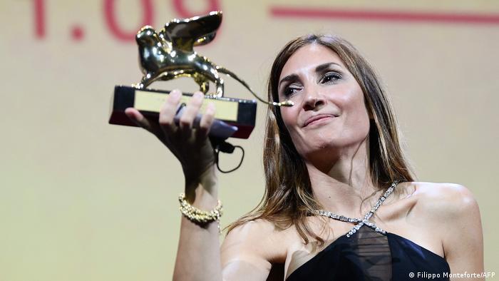 La francesa Audrey Diwan se convirtió en la sexta mujer en llevarse el premio principal del Festival.
