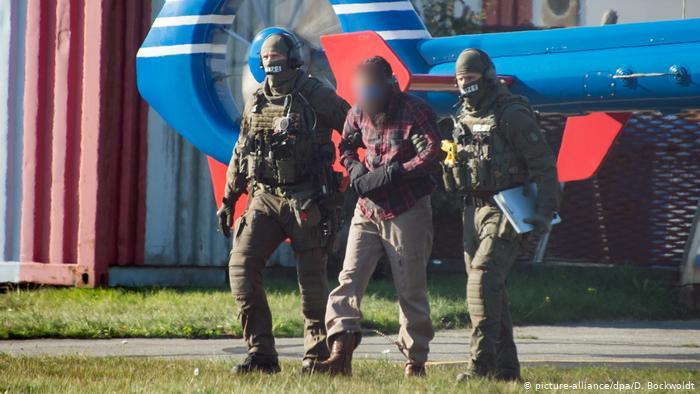 Abschiebung von Terror-Helfer Mounir El Motassadeq (picture-alliance/dpa/D. Bockwoldt)
