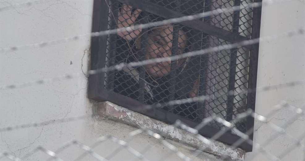 La expresidenta apreció en la ventana de su celda (Foto: APG Noticias)