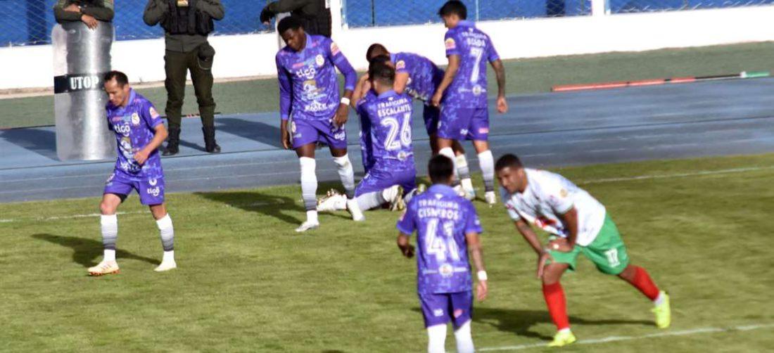 El festejo de los jugadores de Real Potosí tras el gol de Gutiérrez. Foto. APG