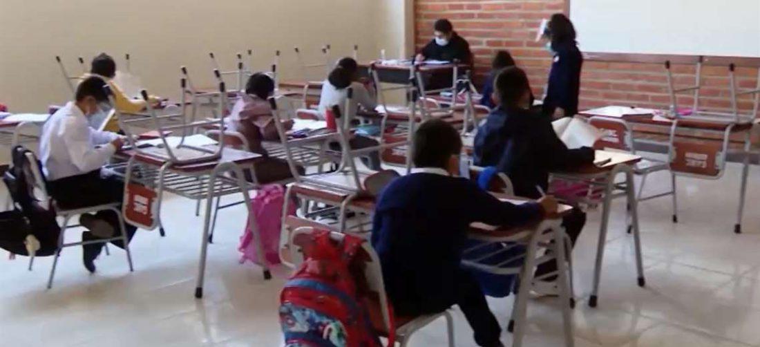 Desde hace tres meses colegios en Cochabamba pasan clases presenciales y semipresenciales