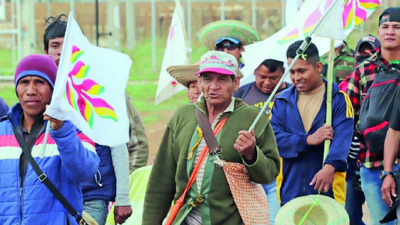 Ancianos dan sabiduría y mujeres solidaridad a la marcha indígena