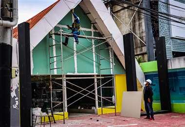 Los trabajos se aceleran en los pabellones de Expocruz / Foto: RRSS Fexpocruz
