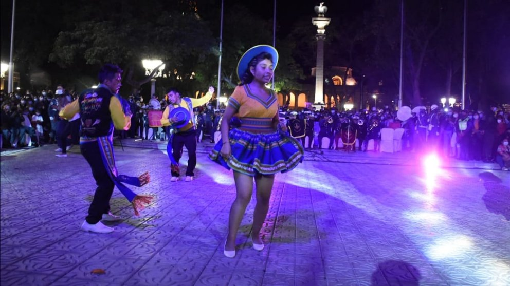 Bilarines de salay en al plaza 14 de Septiembre, en las vísperas del aniversario de Cochabamba. DICO SOLÍS