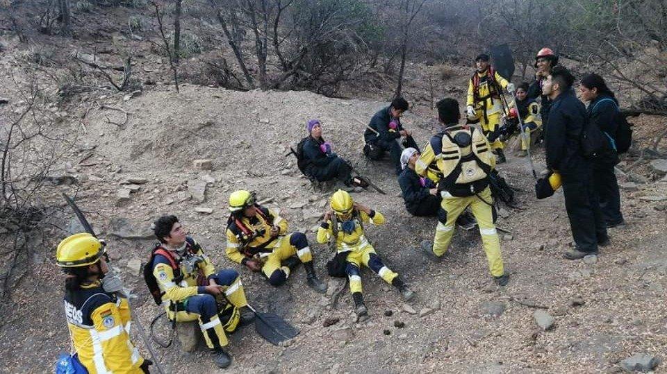 Bomberos voluntarios de GEOS en la zona del siniestro en Sucre. CRÉDITO: GEOS