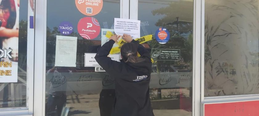 Surgen mensajes de apoyo a restaurante donde se encontró un dedo en una hamburguesa