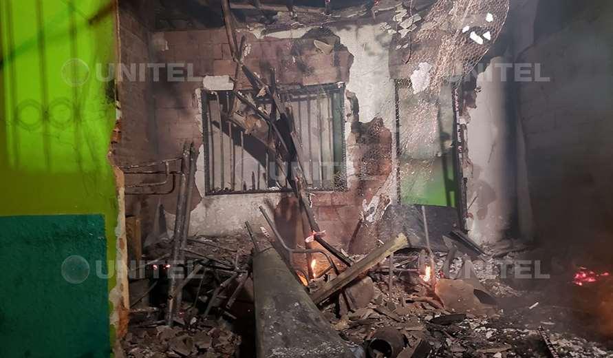 Pese al trabajo de los bomberos, el fuego terminó afectando todo el lugar (Foto: Leo Gil)