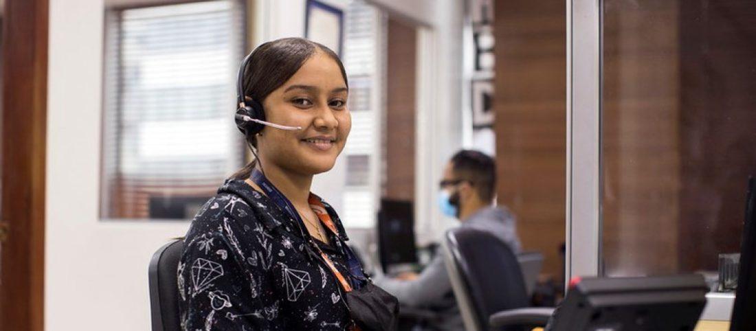 Una mujer trabaja en las oficinas principales de Edesur (empresa de distribución de electricidad), Santo Domingo, República Dominicana. Foto Orlando Barría