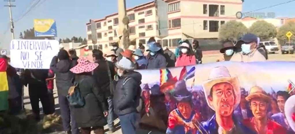 Bloqueo en la carretera a Oruro