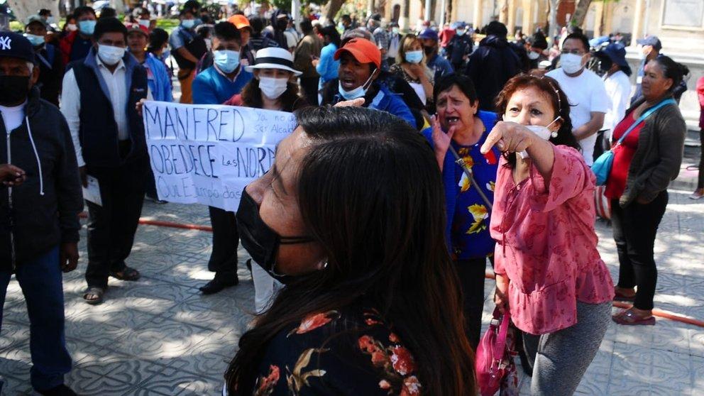 Se registran enfrentamientos entre grupos de apoyo a Manfred y sectores contrarios. NOÉ PORTUGAL