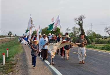 La marcha continúa su camino rumbo a la capital cruceña / Foto: Paul Granillo