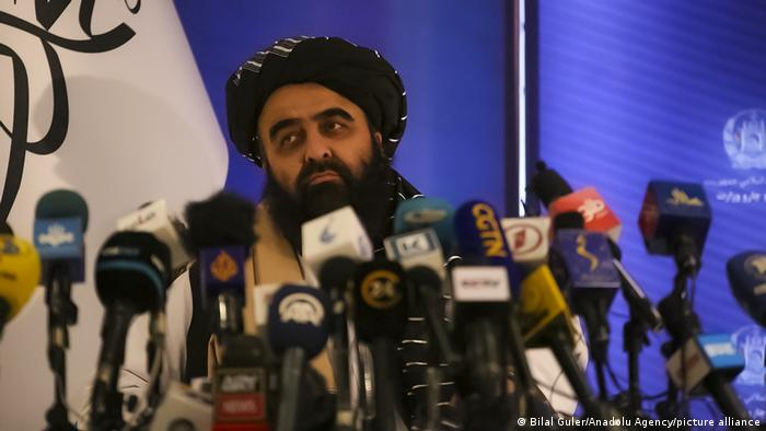 Mawlawi Amir Khan Muttaqi, ministro de Exteriores del gobierno de transcición del régimen talibán.