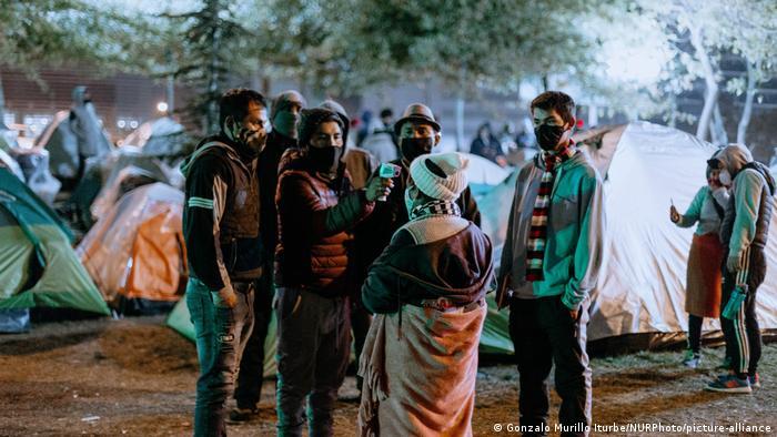 Foto simbólica de migrantes en Santiago, Chile