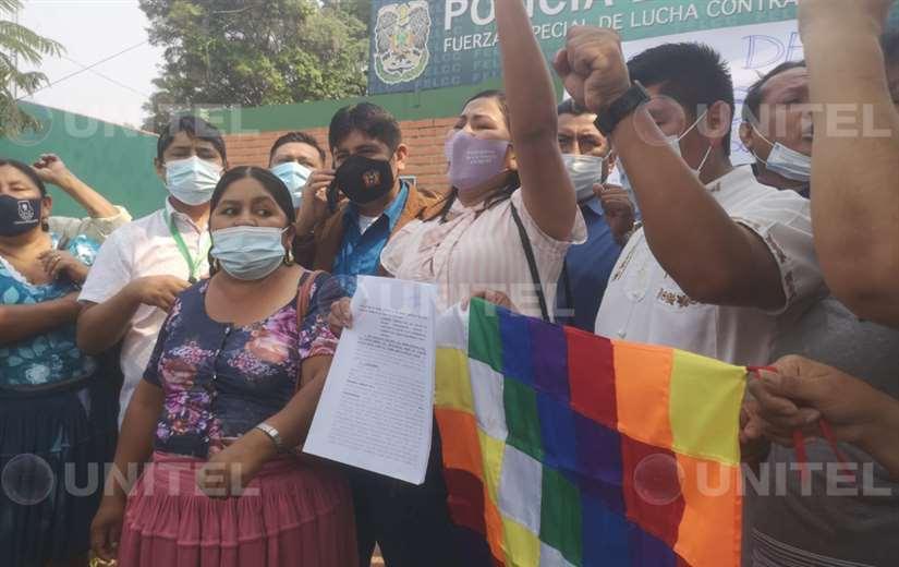 Asambleístas del MAS denuncian a Luis Fernando Camacho. Foto: Yerko Guevera