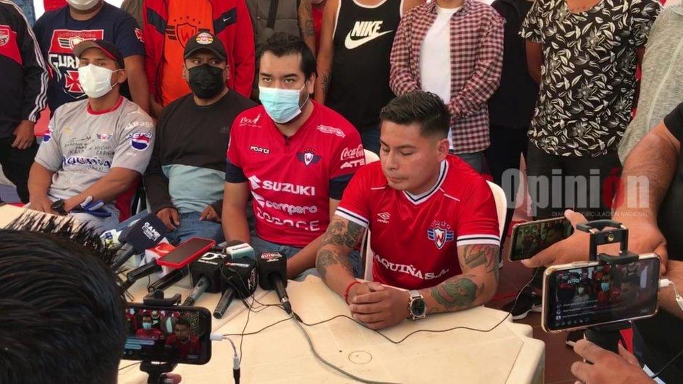Los Gurkas brindan una conferencia de prensa. OPINIÓN