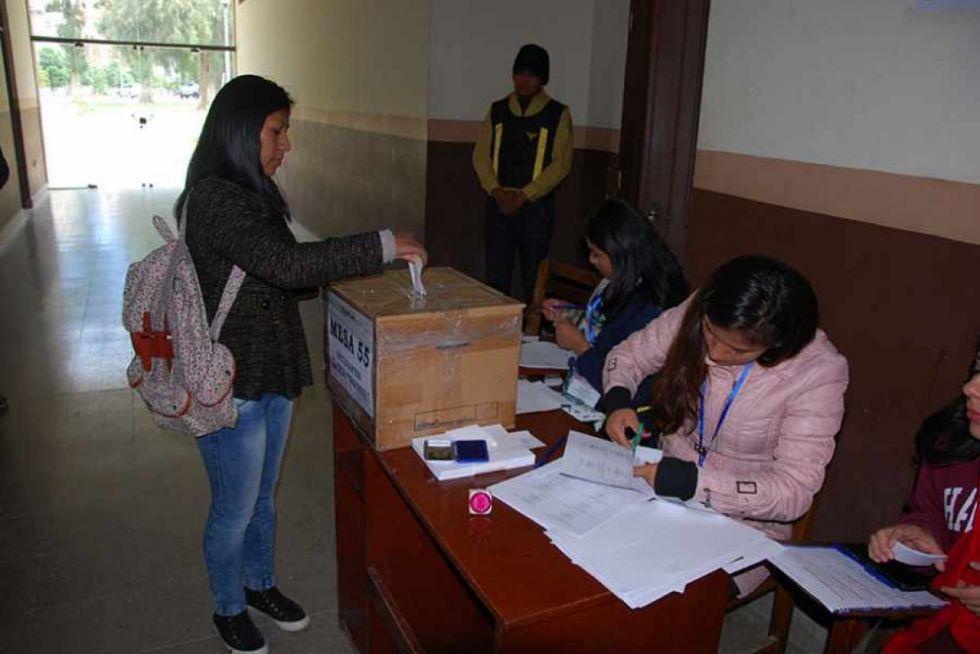 Más de 21 mil estudiantes y docentes elegirán autoridades en la UAJMS