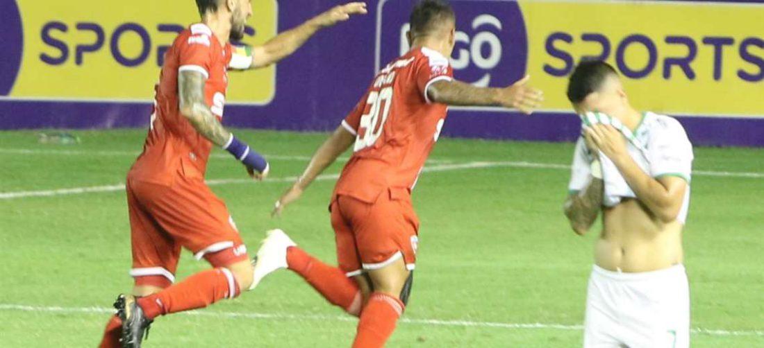 Celebra Orfano que hizo dos goles ante Oriente. Foto: JC Torrejón