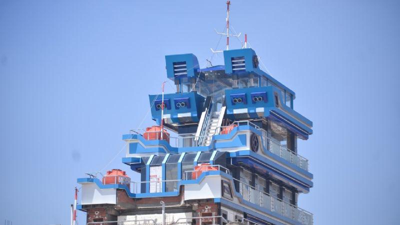 Un «Titanic» se construye en El Alto y se entregará en el mes del mar
