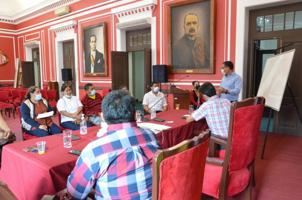 Montes prepara informe que ayude a definir futuro del IDH de Tarija