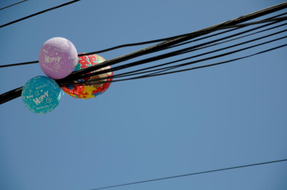 Oficial: Un globo de helio generó un corte de luz en Tarija