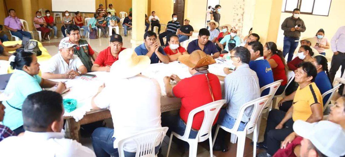 El grupo de indígenas afines al MAS están reunidos en la CIDOB