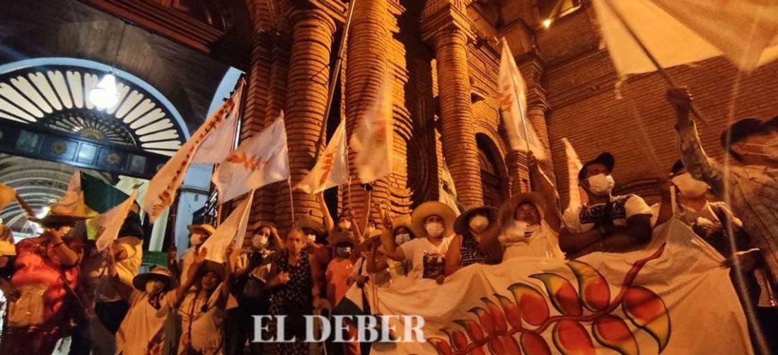 Llegada de la marcha indígena a la catedral. Foto: JC. Torrejón