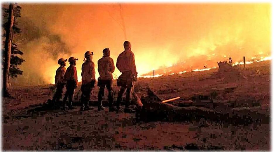 Los bomberos no abastecen para luchar contra las llamas en Concepción. Foto. Jorge Huanca